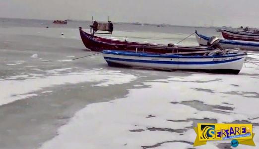Κι όμως... πάγωσε η θάλασσα στη Μεθώνη Πιερίας - Δείτε τα εντυπωσιακά πλάνα!