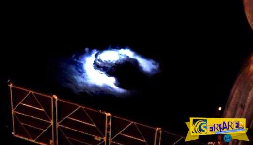 Τι συμβαίνει με τις μπλε λάμψεις που εμφανίζονται στον ουρανό; - Το παράξενο φαινόμενο επιβεβαιώνεται από επιστήμονες!