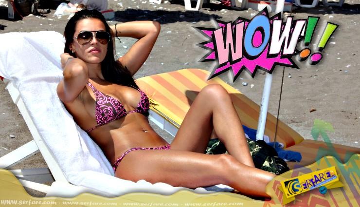 """Η Κολέτσα στην παραλία με """"καuτό"""" brazilian μαγιό! Αυτά είναι ..."""