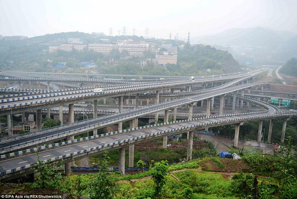 Αυτός ο εξωφρενικός κόμβος στην Κίνα έχει 5 επίπεδα, 20 ράμπες και 8 κατευθύνσεις!