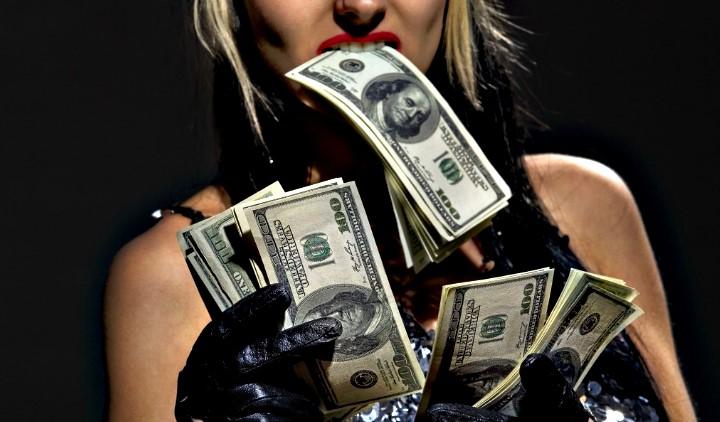 Financial Domination: Ένα πολύ ακριβό φετίχ που γνωρίζει άνθιση!