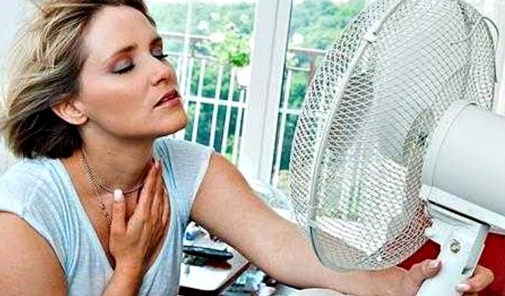 Έξυπνα κόλπα για να κοιμηθείτε δροσερά στον καύσωνα, χωρίς air condition
