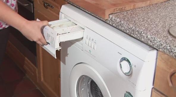Συντήρηση πλυντήριο ρούχων: Πώς καθαρίζουμε σωστά ...