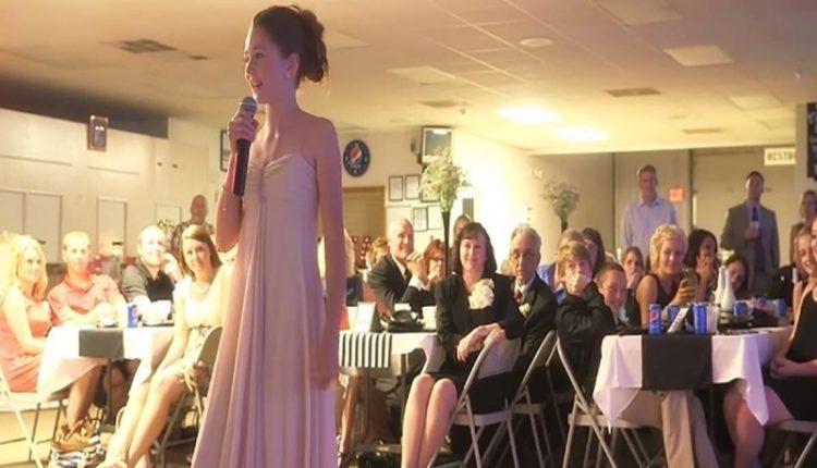 Η αδερφή της νύφης διέκοψε τη δεξίωση και άρπαξε το μικρόφωνο - Η συνέχεια θα σας σοκάρει