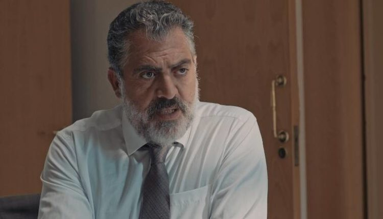 8 λέξεις επεισόδια: Ένας μυστηριώδης άνδρας αναστατώνει την οικογένειά του Μιλτιάδης
