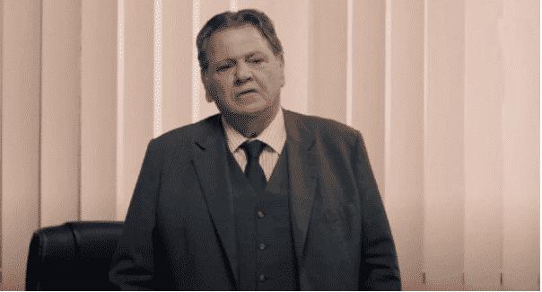 8 Λέξεις: Ο Αρώνης ερευνά το παρελθόν του Παύλου
